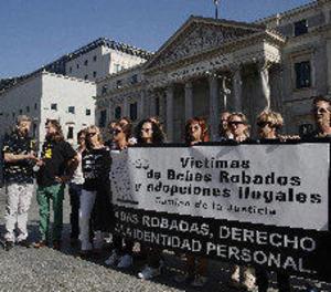 Les víctimes de nadons robats reclamen la creació d'un cens de desapareguts