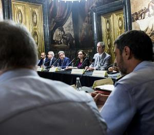 La reunió de la junta local de seguretat de l'ajuntament de Barcelona el dia posterior als atemptats.