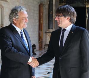 El president de la Generalitat, Carles Pugdemont, rep el Premi Nobel de la Pau 2015, Ahmed Galai.