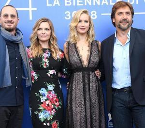 El director Darren Aronofsky i els protagonistes de 'Madre!', Pfeiffer, Lawrence i Bardem.