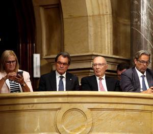 Artur Mas seguint el ple del Parlament.