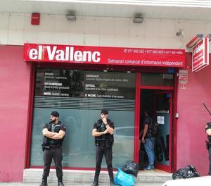La Guàrdia Civil escorcolla un local en Valls a la recerca de material per al referèndum
