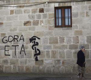 Una pintada amb l'anagrama d'ETA-