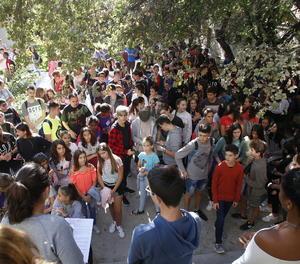 Alumnes de l'institut Joan Oró de Lleida han llegit aquest dimarts un manifest en suport a l'1-O.