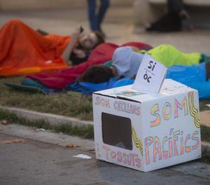 Varias personas duermen frente a la sede del Tribunal Superior de Justicia de Cataluña (TSJC)