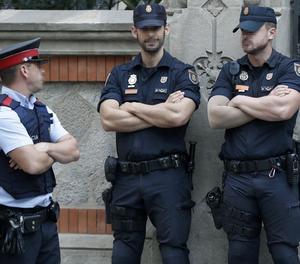 Agents dels Mossos d'Esquadra i la Policia Nacional