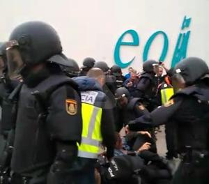 Càrrega policial a l'EOI
