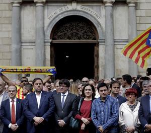 Puigdemont reclama mediació internacional i retirada d'efectius policials