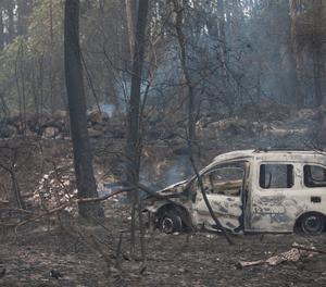 La furgoneta de dos víctimes dels incendis, a la zona de Chandebrito a Nigrán (Pontevedra)