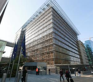 La seu del Consell Europeu després d'evacuar l'edifici a Brussel·les.
