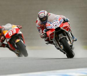 Dovizioso i Márquez durant el passat Gran Premi del Japó.