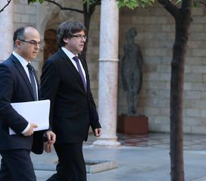 El president de la Generalitat, Carles Puigdemont, i el portaveu i conseller de Presidència, Jordi Turull.