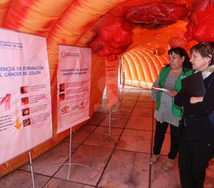 Imatge d'arxiu d'una exposició sobre el càncer de colon a Lleida.