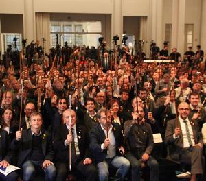 Els alcaldes esperen Puigdemont a la sala Bozar de Brussel·les.