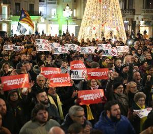 Una concentració a Reus en suport als dos edils de la CUP investigats per un suposat delicte d'odi.