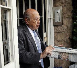 M. Ferrusola i Oriol Pujol visiten Jordi Pujol, hospitalitzat per pneumònia