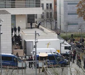 Imatge del passat 11 de desembre, en el moment en què la Guàrdia Civil retirava les obres de Sixena del Museu de Lleida.