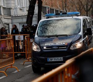 Un furgó policial arriba al Tribunal Suprem aquest dijous.
