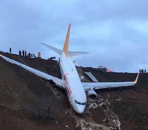 Un avió turc voreja la tragèdia a l'aterrar