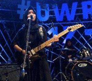 Adolescents musulmanes trenquen estereotips amb una banda