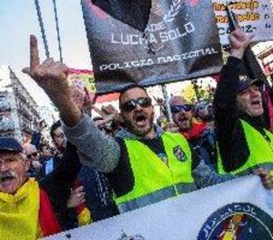 Milers de policies i guàrdies civils demanen a Barcelona l'equiparació salarial