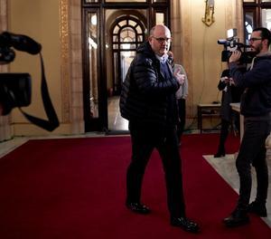 El portaveu de Junts per Catalunya, Eduard Pujol, als passadissos del Parlament.