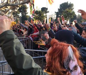Manifestants han arribat fins al perímetre de tanques que protegeix els accessos a l'edifici del Parlament