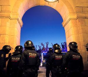 Agents antidisturbis aquest dimarts davant del Parlament.