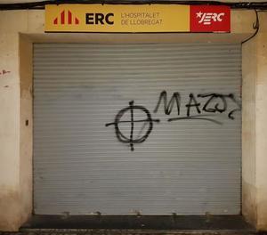 La seu d'ERC a l'Hospitalet es desperta amb una de pintada que els anomena