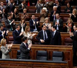 El grup popular aplaudeix el Portaveu adjunt i Secretari General del Grup Parlamentari Popular al Congrés José Antonio Bermúdez de Castro, després de la seua intervenció en el ple del Congrés.