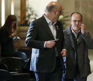 El diputat de Junts per Catalunya Jordi Turull, al costat del portaveu parlamentari del grup, Eduard Pujol.