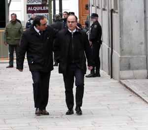 El candidato de Junts per Cataluña (JxCat) a la presidencia de la Generalitat, Jordi Turull (d), y el diputado de JxCat Josep Rull (i) a su llegada al Tribunal Suprem