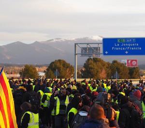Independentistes tallen l'AP-7 a Figueres i la Diagonal de Barcelona