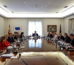 Rajoy durant la reunió del consell de ministres.