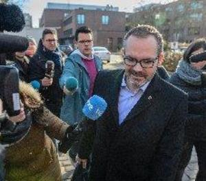 Puigdemont rep a la presó el vicepresident del Parlament