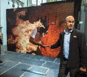 """El guanyador veneçolà del World Press Photo va tenir que """"córrer entre les flames"""
