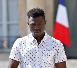 Regularitzada la situació a França del jove malià que va salvar el nen a París