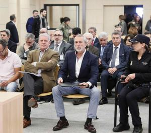 Álvaro Pérez Alonso 'El Bigotes', responsable de l'empresa Orange Market; Pablo Crespo, número dos de la trama Gürtel, i Francisco Correa, empresari i 'capitost' de la trama, durant el judici que es va celebrar a l'Audiència Nacional sobre el suposat finançament il·legal del PP de València a través de la trama Gürtel.