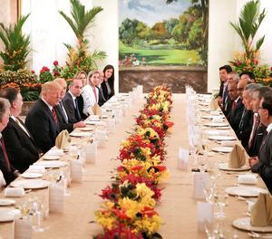 Imatge del dinar entre les autoritats dels EUA i les de Singapur.