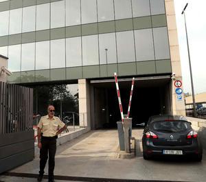 Entrada al Centre de Telecomunicacions i Tecnologia de la Informació (CTTI) durant un registre anterior