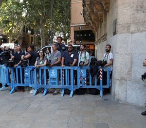 Expectació en l'última visita d'Urdangarin a Palma abans d'anar a la presó