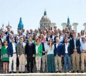 La nova executiva del PP es fotografia per primera vegada a la font de Montjuïc