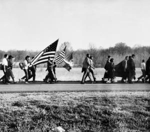 Imatge facilitada per Bozar que té com a títol 'On The Road', Selma March, Alabama, 1965.'