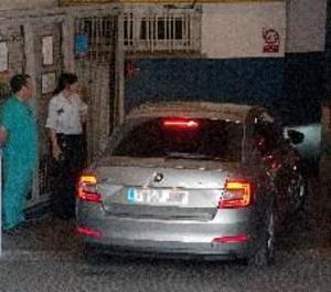 Dolors Bassa visita la seua mare en un hospital de Girona durant dos hores