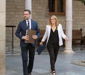 La consellera de la Presidència i portaveu del Govern, Elsa Artadi al costat del secretari del govern català, Víctor Culell, a la seva arribada avui al Palau de la Generalitat