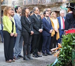 L'ofrena floral al monument a Rafael Casanova.