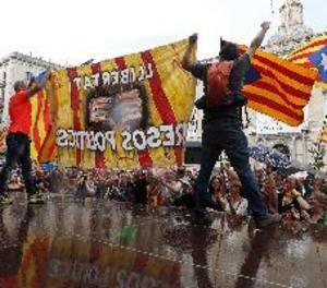 Els CDR impedeixen una manifestació en defensa del castellà a Barcelona
