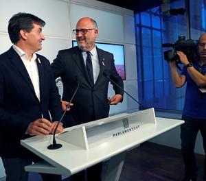 El portaveu d'ERC, Sergi Sabrià , i el de JxCat, Eduard Pujol, expliquen en roda de premsa l'acord entre JxCat i ERC pel vot delegat dels diputats suspesos pel Tribunal Suprem