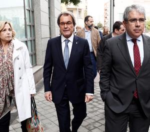 L'expresident de la Generalitat Artur Mas, l'exconsellera Joana Ortega i Francesc Homs, a la seua sortida del Tribunal de Comptes.