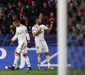 Jugadors del Madrid celebren un dels gols que van marcar ahir.